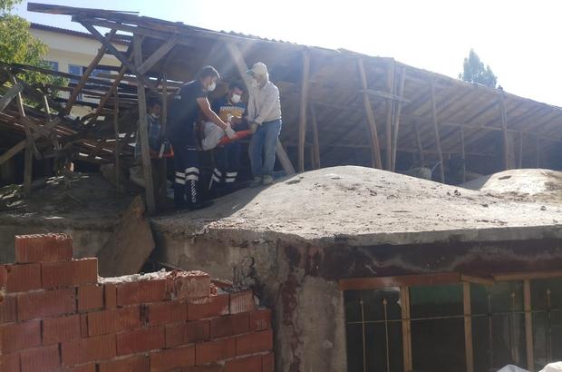 Çatı tamir ederken düşerek yaralandı