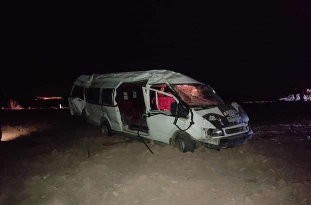 Kontrolden çıkan minibüs takla attı: 5 yaralı