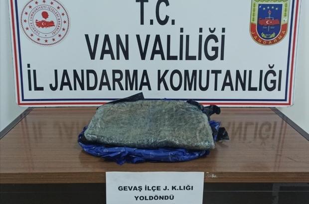 Gevaş'ta 5 kilo 960 gram afyon sakızı ele geçirildi