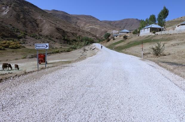 Erciş'te 13,5 kilometrelik grup yolunun asfalt çalışması tamamlandı