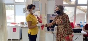MHP'den sağlık personeline çiçekli teşekkür