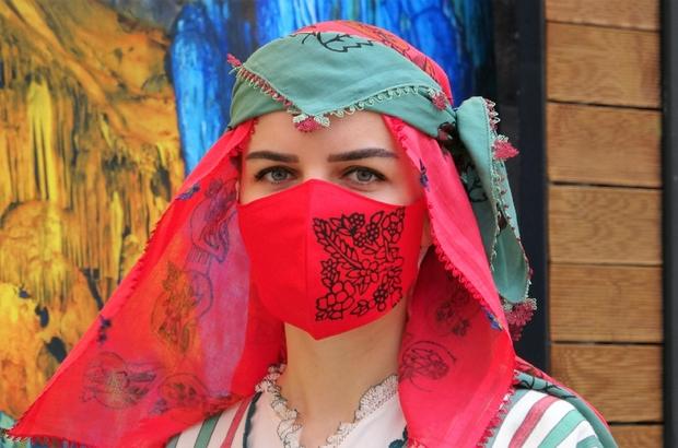 Saray kıyafetleri maskeli defilede tanıtıldı
