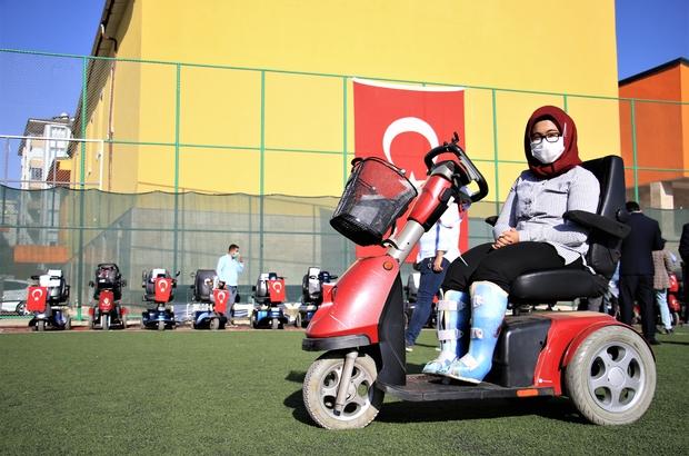 Elazığ'da 'Engelleri kaldırıyoruz' projesi ile 80 adet akülü araç verildi