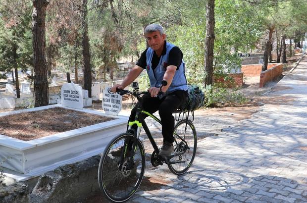 Bisikletle 500 kilometre yol gelerek Türkiye'nin kültür hazinesini mezarı başında ziyaret etti