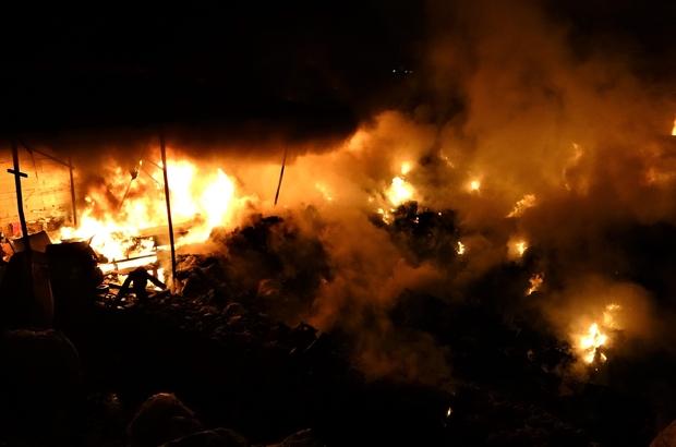 Geri dönüşüm deposunda çıkan yangın güçlükle söndürüldü Kağıt ve naylon malzemelerin bulunduğu geri dönüşüm deposunda yangın çıktı Karabük Belediye Başkanı Rafet Vergili, yangına destek istenilmemesine tepki gösterdi