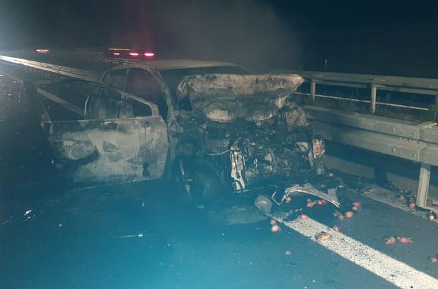 Zincirleme kazada 1 araç yandı Kazadan kurtulmak isteyen araçta kaza yaptı
