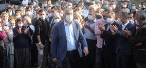 Karalar'dan siyaseti birleştiren hizmet Adana Büyükşehir Belediyesi, Aladağ'ın ardından Feke ilçesine bağlı Ormancık, Süphandere ve Tokmanaklı mahallelerinde 3 köprünün açılışını yaptı Cumhur İttifakı Üyesi Meclis Üyesi Osman Erciyes, CHP'li Zeydan Karalar'a hizmetleri için teşekkür etti, evine davet edip kahve ikram etti Adana Büyükşehir Belediye Başkanı Zeydan Karalar, bölgeye hizmet ederken oy hesabı yapmadıklarını, Adana'nın dört bir yanındaki su, yol ve altyapı sorunlarını gidermeye devam edeceklerini söyledi