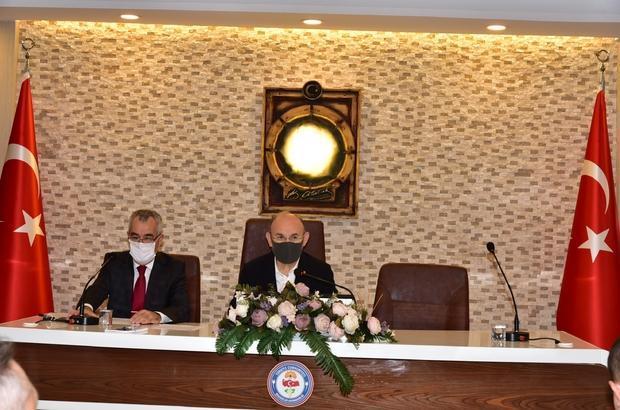 """Manisa'da İl Umumi Hıfzıssıhha Kurulu Toplantısı gerçekleştirildi Manisa Valisi Yaşar Karadeniz: """"Ev ziyaretlerinde artış yaşanması durumunda Covid-19 vaka sayısında da artış yaşanması ön görülüyor"""""""