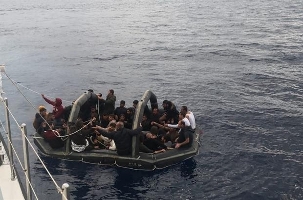 Yunan askerleri sınırları aştı, mültecileri Türk karasularına bırakıp kaçtı Türk karasularına bırakılarak ölüme terk edilen 201 göçmeni Türk Sahil Güvenlik ekipleri kurtardı