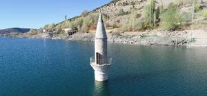 Yaşanan kuraklığı minareye bakıp ölçüyorlar Sivas'ta baraj suları altında kanan Pusat camisinin minaresi her geçen yıl artan kuraklığı gözler önüne seriyor