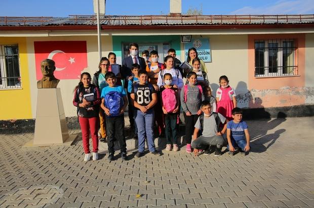 Bu köydeki çocuklarda artık EBA'ya girebilecek Sivas'ta tablet ve internet imkanı bulunmadığı için EBA'dan yararlanamayan Gümüşdiğin köyündeki öğrenciler, Sivas Belediyesinin desteği ile hem tablet hem de internet imkanına kavuştu
