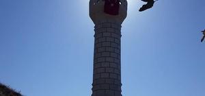 Terör örgütü PKK'nın yaktığı cami yeniden inşa edildi Sivas'ın Divriği ilçesinde bulunan ve 1998 yılında PKK terör örgütü tarafından yakılarak tahrip edilen Çayözü Köyü Camisi yeniden inşa edildi