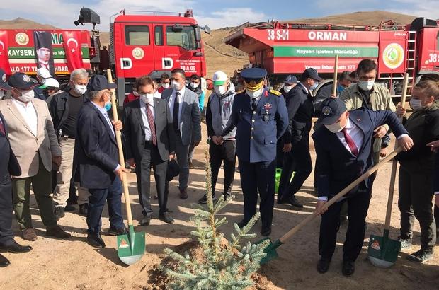 """Vali Günaydın: """"2020 sonuna kadar Erciyes'te 5 milyon ağaç dikmeyi hedefliyoruz"""" Başkan Büyükkılıç: """"Ağaçlandırmadaki eksiklerimizi tamamlıyoruz"""" Kayseri'de çelenk koyma töreninin ardından Erciyes'e ağaç dikildi"""