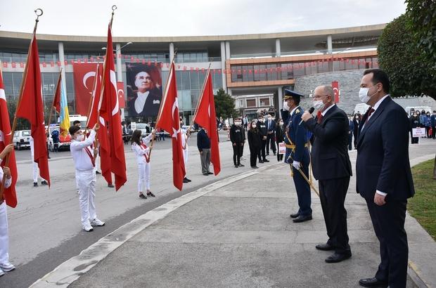Akhisarlı kadınlar zeybek oynayarak Cumhuriyet'i kutladı