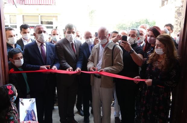 Muş'ta fotoğraf ve resim sergisi Tarihi Yıldızlı Han'da açılan sergisinin geliri ise bir okula bağışlanacak