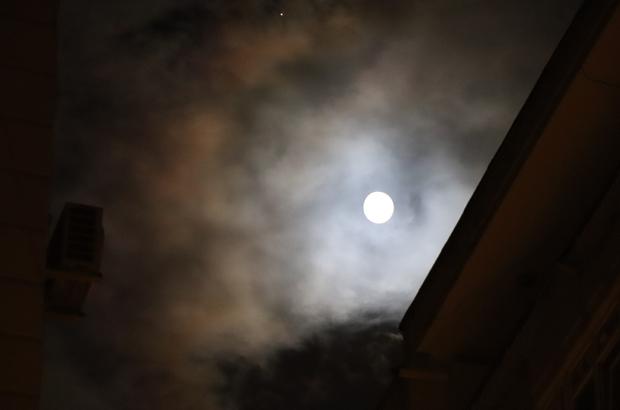 Denizli Cumhuriyet Bayramını dolunayla karşıladı Cumhuriyet'in 97'inci Yıldönümü dolunay ile karşılandı 29 Ekim Cumhuriyet Bayramı gecesi gökyüzü dolunayla süslendi Denizli'de bulutların arasından dolunay yükseldi
