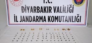 Tarihi eserleri satmak isterken suçüstü yakalandılar Diyarbakır'da tarihi eser operasyonu 147 eseri 750 bin liraya satmak isterken suçüstü yakalandılar