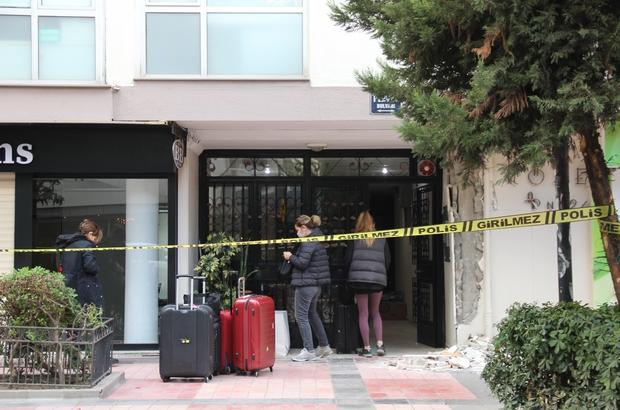 İzmir'in lüks semtindeki bina, çatlaklar nedeniyle boşaltılıyor Bina sakinleri bavullarıyla çıktı