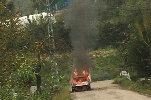 Kastamonu'da otomobil alev alev yandı