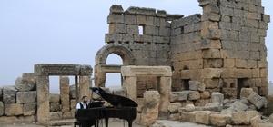 Tarihi Zerzevan Kalesinde farklı dillerde ezgiler seslendirildi