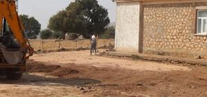 Hazro'da cami, taziye evi ve okul bahçelerine parke taşı döşeniyor