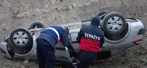 Türkeli'de otomobil şarampole yuvarlandı:  1 yaralı