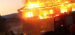 Sobadan çıkan yangın evi küle çevirdi Herhangi bir can kaybının yaşanmadığı olayda ev, alev alev yandı