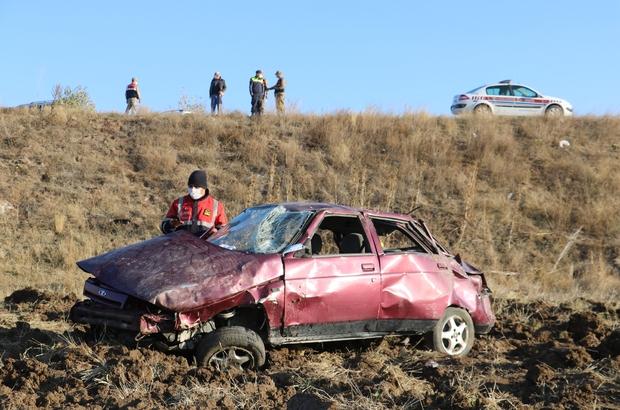 Sivas'ta otomobil tarlaya uçtu: 1'i ağır 4 yaralı Sivas'ta meydana gelen kazada otomobil 12 metre yükseklikten tarlaya uçtu aynı aileden 1'i ağır 4 kişi yaralandı