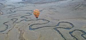"""Karadeniz yaylalarında 'balon' turizmi: İlk deneme uçuşu yapıldı Kapadokya'da revaçta olan balon turizmi Ordu'nun menderesleriyle ünlü Aybastı- Perşembe Yaylası'nda başladı Ordu Büyükşehir Belediye Başkanı Dr. Mehmet Hilmi Güler: """"Turizmi çeşitlendirmek ve renklendirmek istiyoruz"""""""
