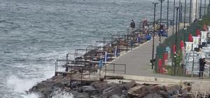 Kuzey Ege denizinde fırtına etkili oluyor Gökçeada'ya bazı feribot seferleri iptal edildi