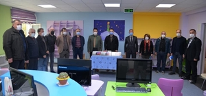 Türkeli'de 146 öğrenciye tablet desteği