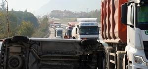 D-650 karayolunda kaza, uzun araç kuyrukları oluştu Kontrolden çıkan kamyonet 50 metre sürüklenerek yan yattı: 1 yaralı