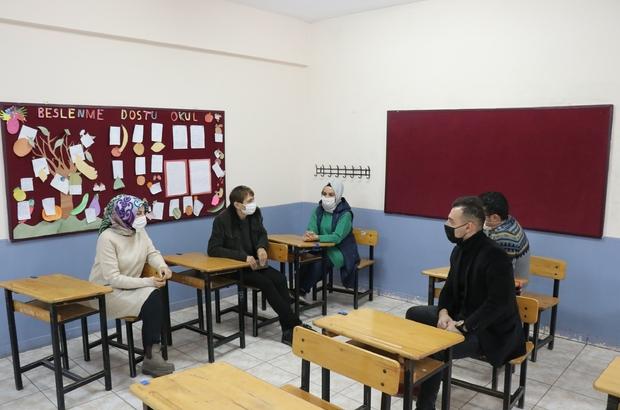 """Emine Erdoğan'ın videosunu paylaştığı öğretmen: """"O gün en mutlu günümdü"""" Pandemi başlangıcından beri motosikletini öğrencilerinin eğitimi için kullandı Öğrencilerinin eğitimi için motoruyla seferber olan Nuray Yıldırıcı: """"Yaptıklarımın takdir edilmesi beni çok mutlu etti"""""""