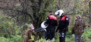 Şehir merkezinde ağaç altındaki eğlenceleri polis gelince son buldu Alkol almak için toplanan vatandaşlar polis ekiplerince uyarılarak evlerine gönderildi