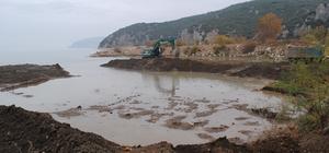 """Eğirdir Gölü'nde dip çamuru temizliği DSİ 18. Bölge Müdürü Rahmi Şahin: """"Amacımız, sezonluk tarımsal kirliliğin göle ulaşımını engellemektir"""""""
