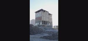 Yarım asırlık fabrika saniyeler içinde yerle bir oldu 50 yıllık un fabrikasının yıkım anı amatör kamerada 6 katlı un fabrikası kolon çökertme yöntemi ile kontrollü bir şekilde yıkıldı