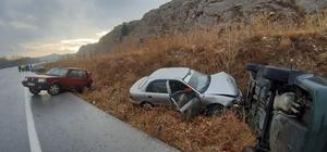 Buzlanan yolda 11 araçlık zincirleme kaza Sivas'ın İmranlı ilçesinde yolda oluşan buzlanmadan dolayı meydana gelen zincirleme trafik kazasında 11 araçta hasar oluşurken 1 kişide yaralandı.