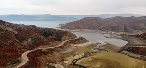 Barajda su seviyesi düştü, kayalık ortaya çıktı