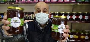 Pandemide bu bala olan ilgi çok arttı Doğu Karadeniz Bölgesinde üretilen kestane balına talep artınca fiyatı da yükselişe geçti Kestane Balı üst ve alt solunum yolu hastalıklarına iyi geliyor