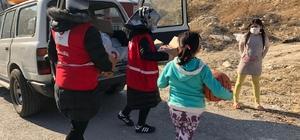 Türk Kızılayı ekipleri, karantinada bulunan ihtiyaç sahiplerine gıda yardımı yaptı
