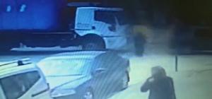 Yaşlı kadın ölüme böyle yürüdü Karşıdan karşıya geçmek isteyen yaşlı kadının kamyonun altında kalma anı güvenlik kamerasına yansıdı