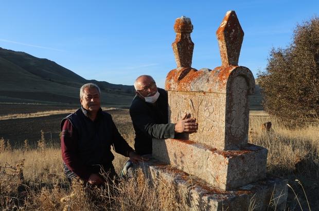 Sivas'ta yaşatılan lahit mezar kültürü yok olmak üzere Sivas'ta yakın bir tarihe kadar yaşatılan lahit mezar kültürü, ustaları bir bir ölünce yok olma tehlikesi ile karşı karşıya