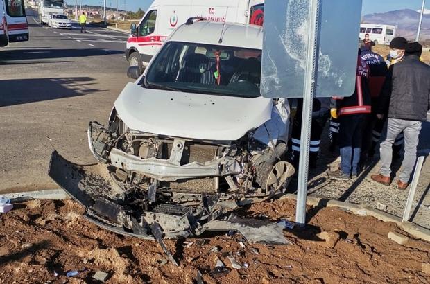 Trafik kazası 4 yaralı Sivas'ın Suşehri ilçesinde meydana gelen trafik kazasında 5 kişi yaralandı