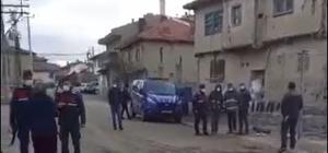 Sokağa çıkma kısıtlamasının olduğu hafta sonu direk kavgası İstemedikleri araziye direk dikilince vatandaş sokağa döküldü
