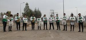Bismil'de evde kalan vatandaşlara müzik ziyafeti