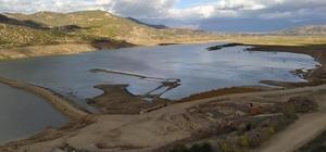 """Beydağ Barajı ve Gölcük'te su seviyesi en alt düzeyde """"Durumun böyle giderse Ödemiş ve çevresindeki üreticiler sıkıntılar yaşar"""""""