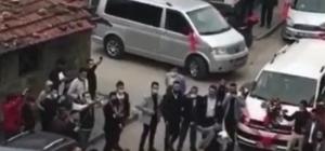 Bursa'da düğün öncesi şok görüntüler Bursa'da düğün konvoyunda sosyal mesafeyi hiçe sayıp kılıç-kalkan oynadılar