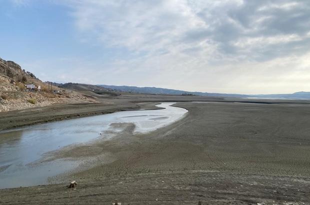 Silvan'da baraj suyu çekildi, eski mezarlıklar gün yüzüne çıktı