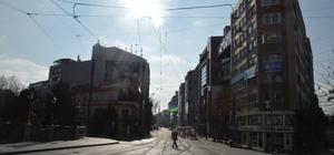 Sessizliğe bürünen şehirde güneşin tadını çıkartan olamadı