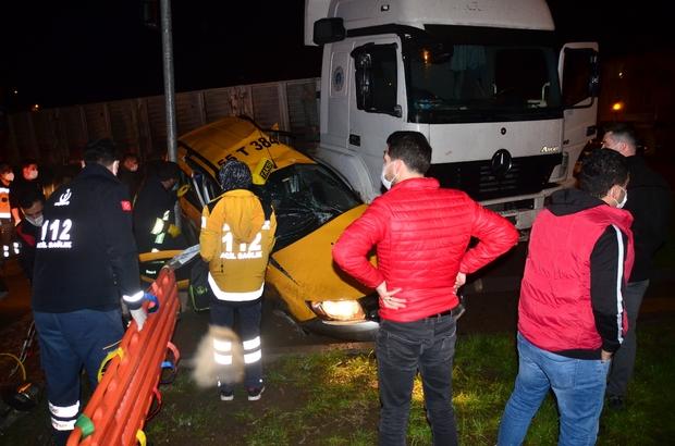 Samsun'da tır ticari taksiye çarptı: 3 yaralı